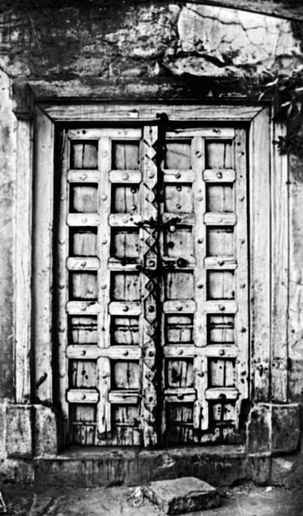 Vasu knocks the door