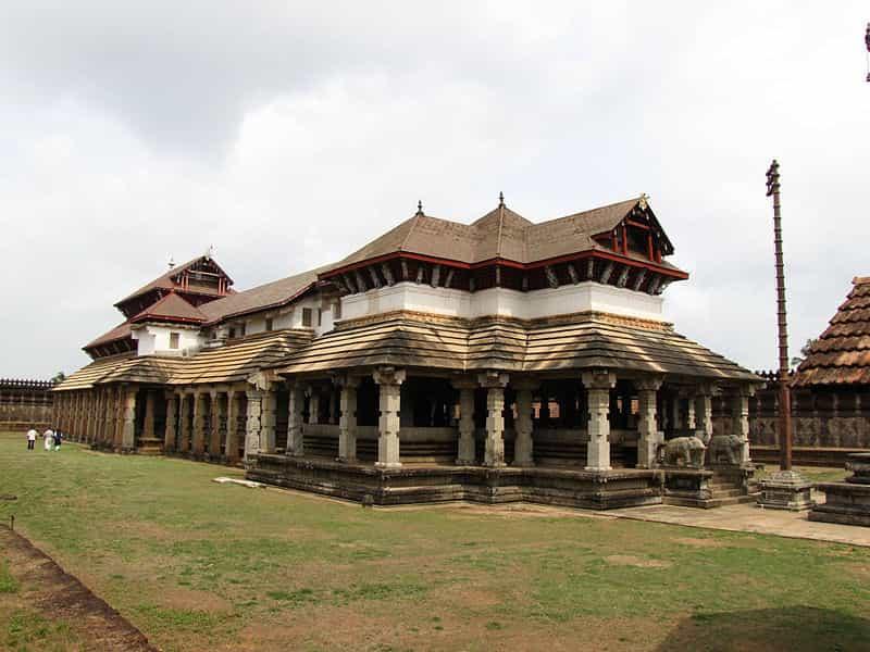 Saavira Kambada Basadi, Karnataka